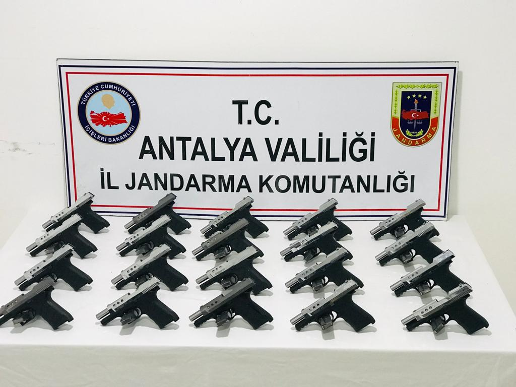 Jandarma dedektifleri JASAT'tan silah ticareti operasyonu