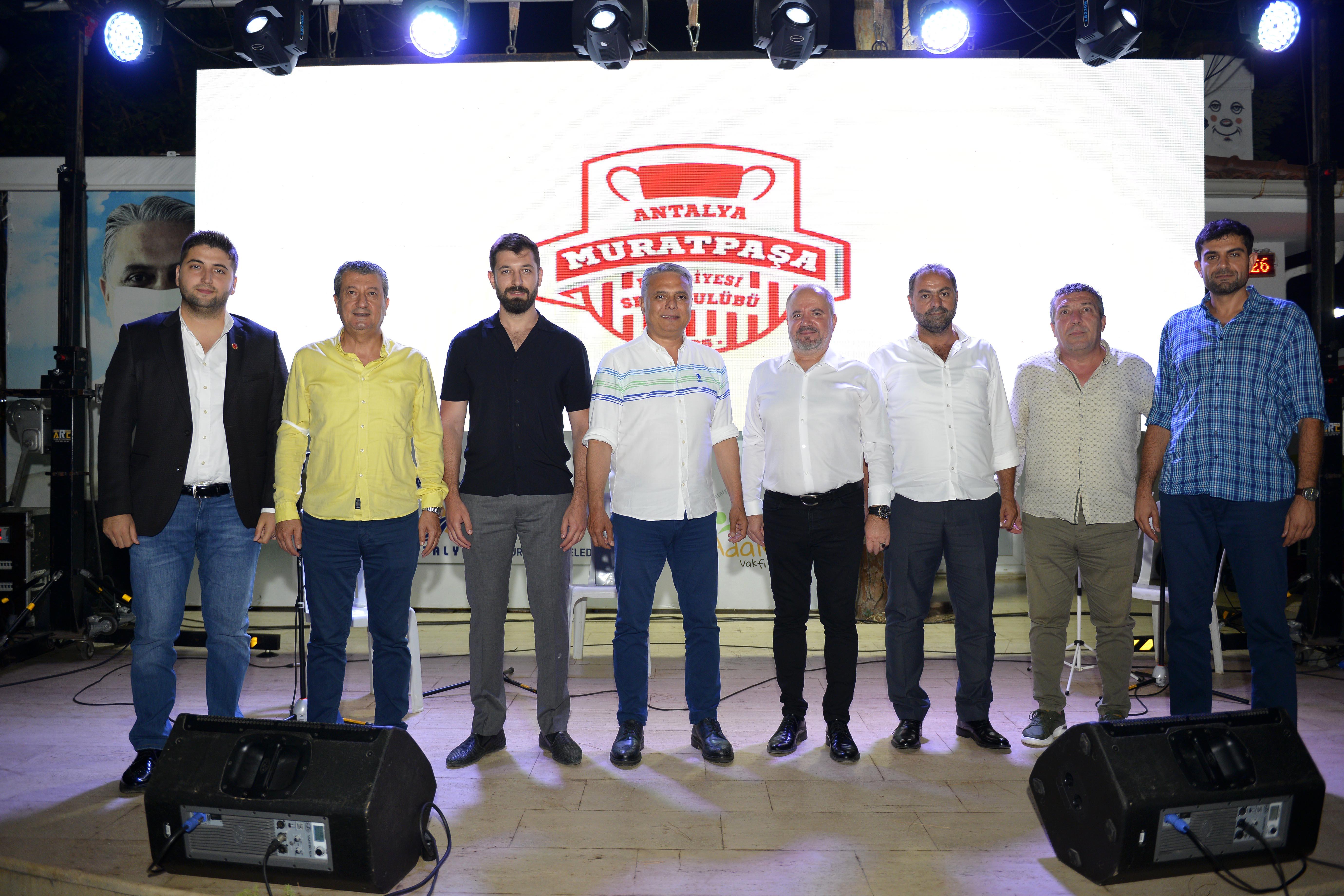 1. ligde en genç ama en yetenekli takım Muratpaşa Kadın voleybol takımı