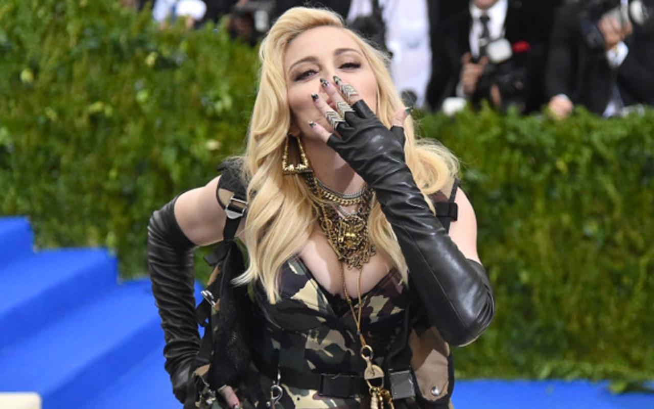 61 yaşındaki Madonna, iç çamaşırsız pozunu paylaştı