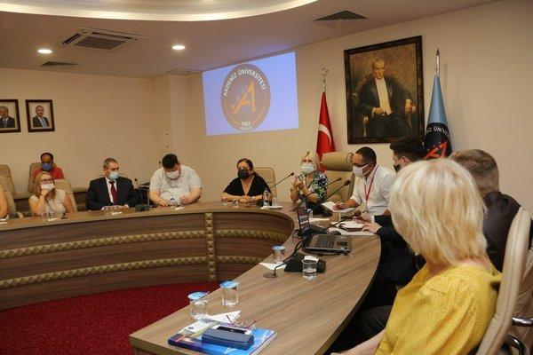 Akdeniz Üniversitesi Rektörü Rusya'dan gelen üniversitelerin rektörleri ile görüştü