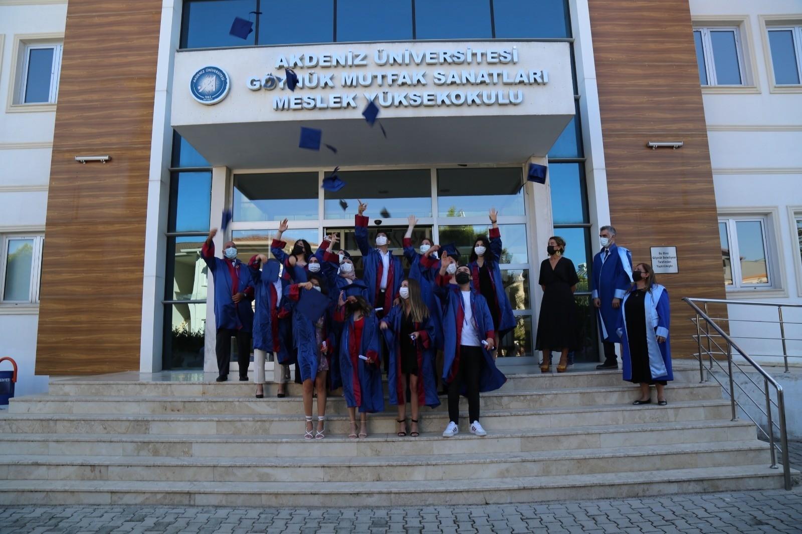 Akdeniz Üniversitesinde mezuniyet süreci tamamlandı
