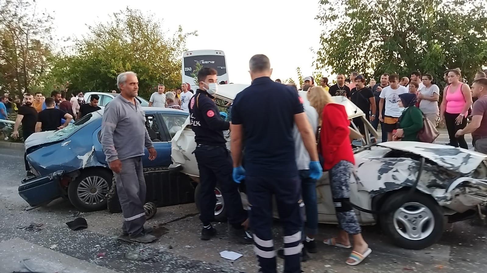 Alanya'da meydana gelen zincirleme trafik kazasında 1 ölü 8 yaralı