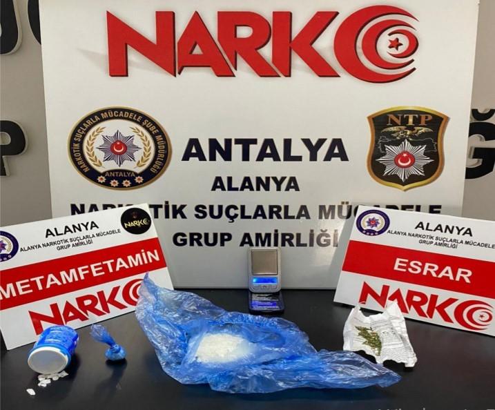 Alanya'da uyuşturucu madde satın alan ve ticaretini yapan 3 şahıs yakalandı
