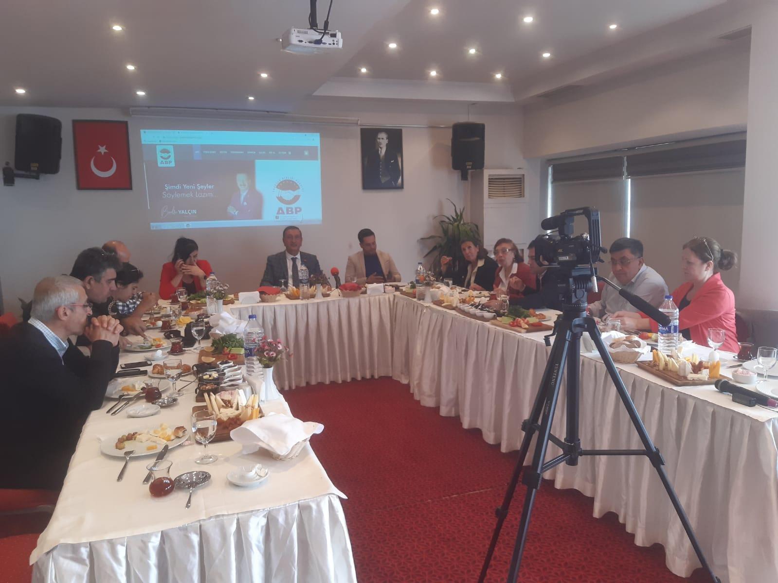 Anadolu Birliği Partisi Basın Kahvaltısı Düzenledi