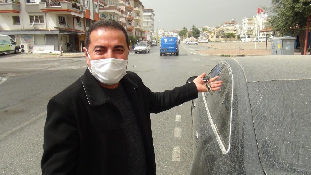 Antalya'da gece saatlerinde kısa yağmur geçişleriyle beraber çamur yağdı