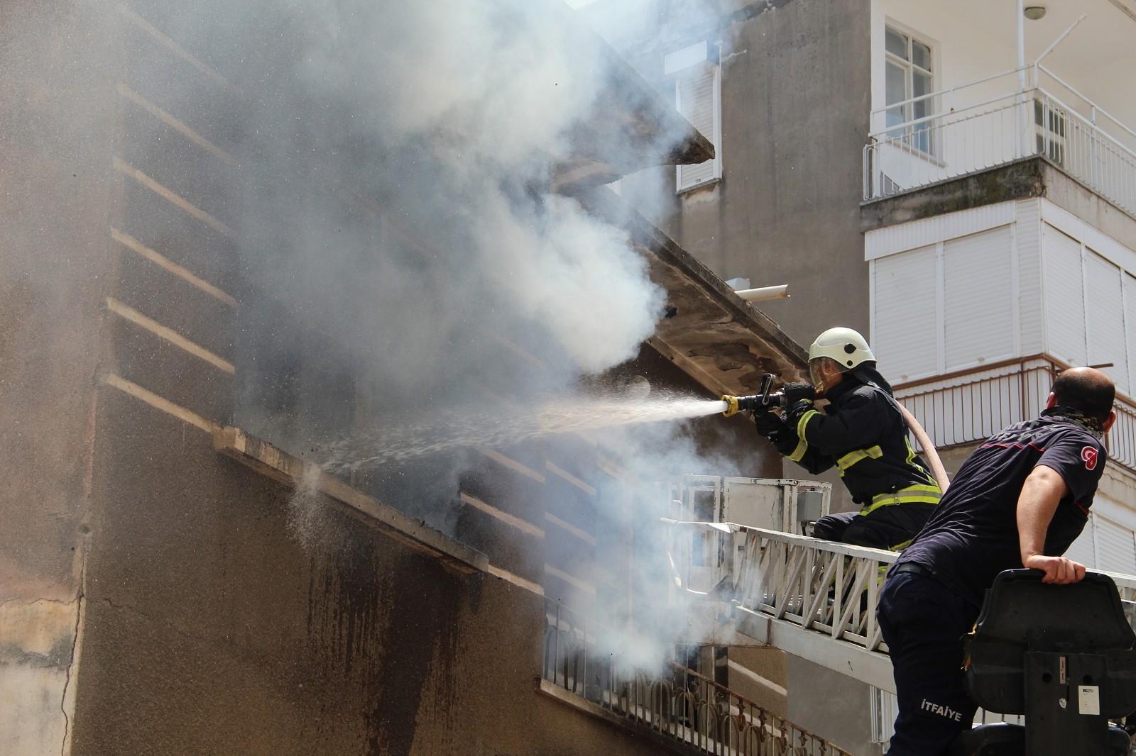Antalya'da iki katlı metruk binada bir hafta içinde 3 kez yangın çıktı
