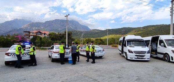 Antalya'da okul servisi şoförlerine yönelik uyuşturucu ve alkol testi yapıldı