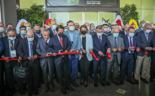Antalya'da yaklaşık 10 bin ürünün sergide olduğu 'Yöresel Ürünler Fuarı' açıldı