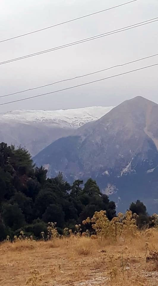 Antalya'nın Toros dağlarına yılın ilk karı düştü