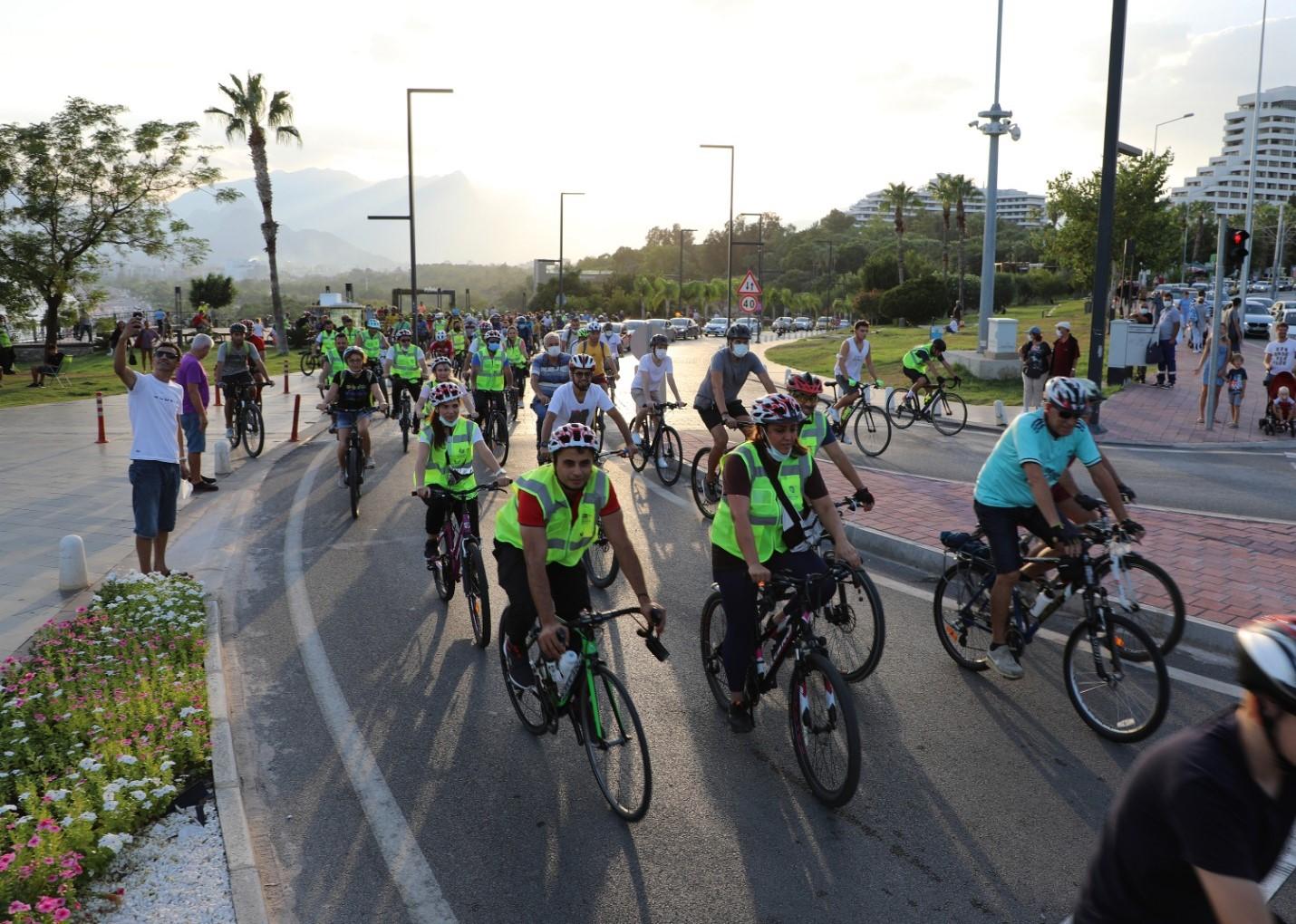 Antalya sağlıklı yaşam için pedalladı Avrupa Hareketlilik Haftası kapsamında bisiklet turu düzenlendi