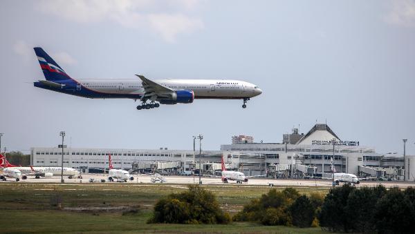 Antalya'ya boş uçan Rusya havayolu şirketleri, tatil süreleri tamamlanan vatandaşlarını geri götürüyor