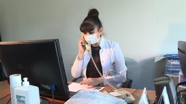 Aşı ikna ekibi sıcak havada tulumların içinde zorlu mesaisi devam ediyorni sürdürüyor.