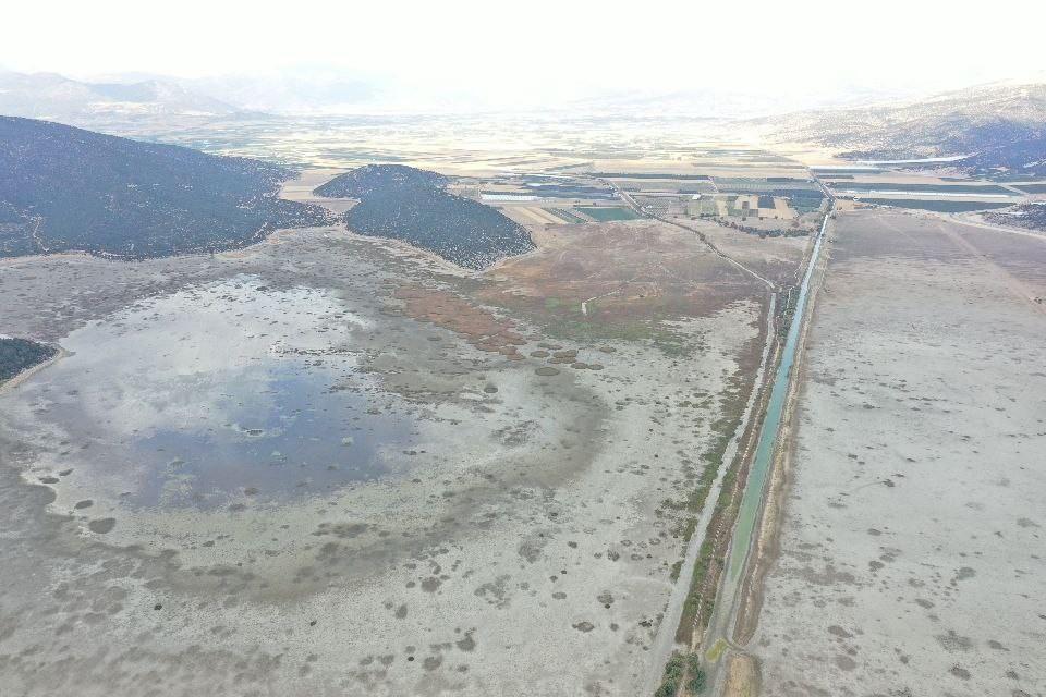 Avlan Gölü kuraklığa teslim oldu