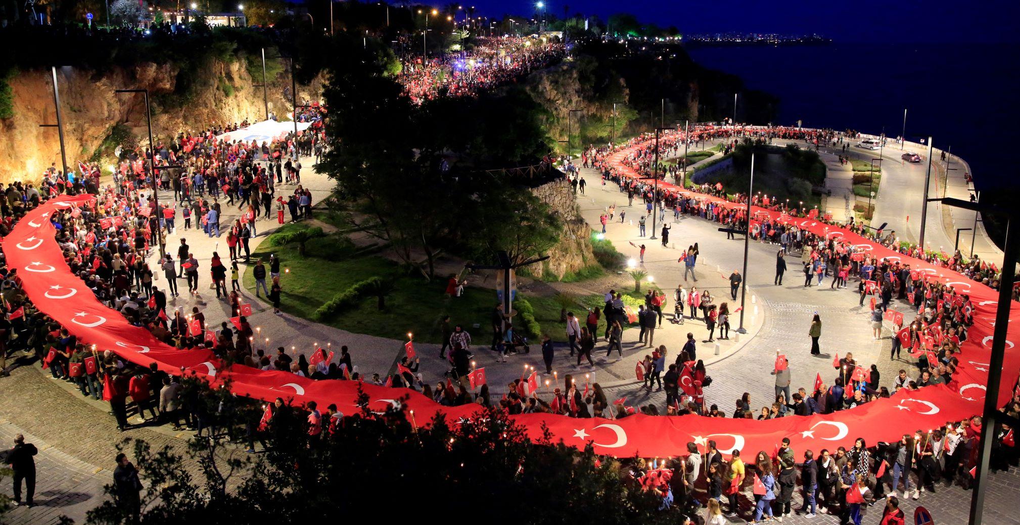 Büyükşehir Belediyesi 30 Ağustos'ta Edis konseri ve fener alayı düzenliyor