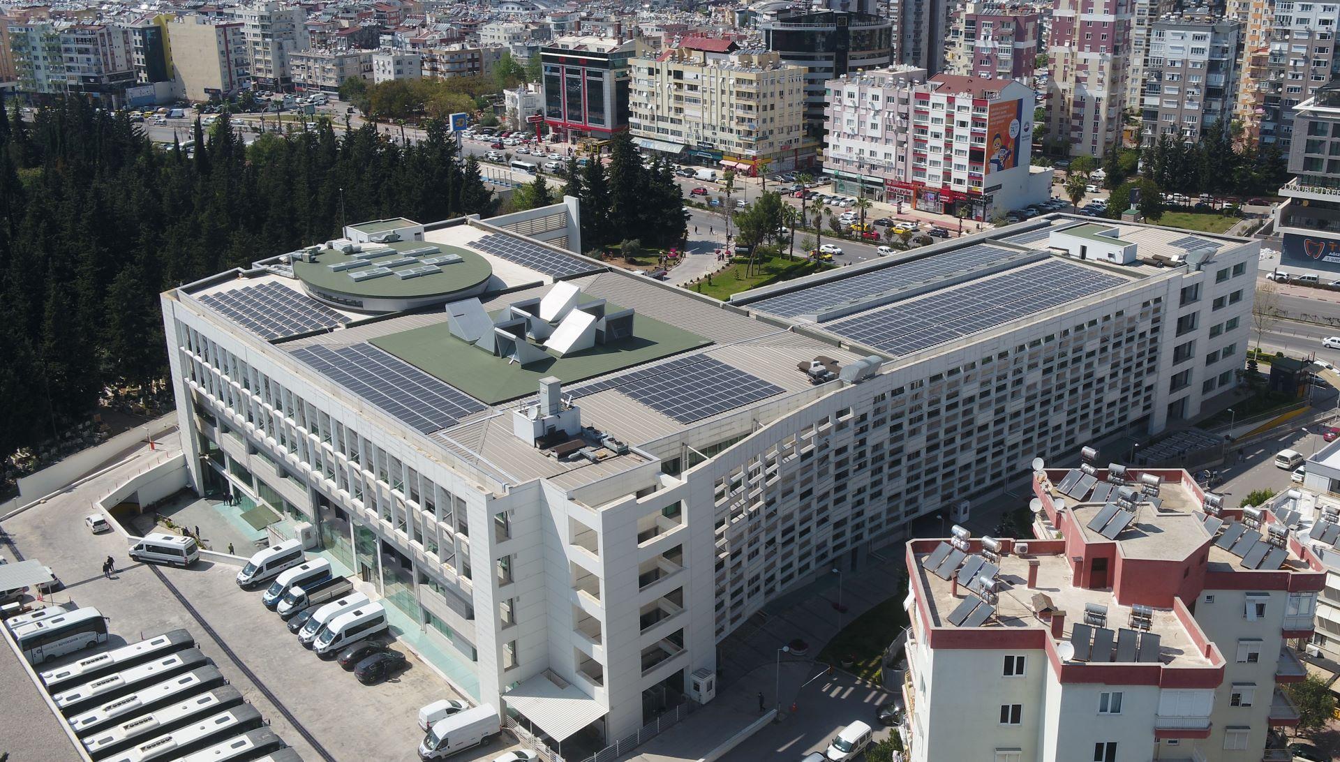 Büyükşehir Belediyesi çatısında elektrik üretimi başladı