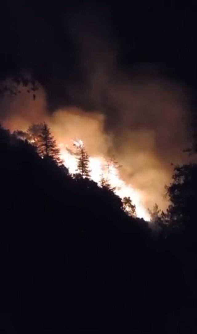 Geceden beri devam eden yangın, Göynük Kanyonu'na doğru ilerliyor.