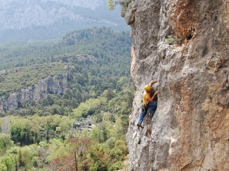 Geyikbayırı tırmanış alanı pandemi döneminde de yerli ve yabancı doğa severleri cezbediyor