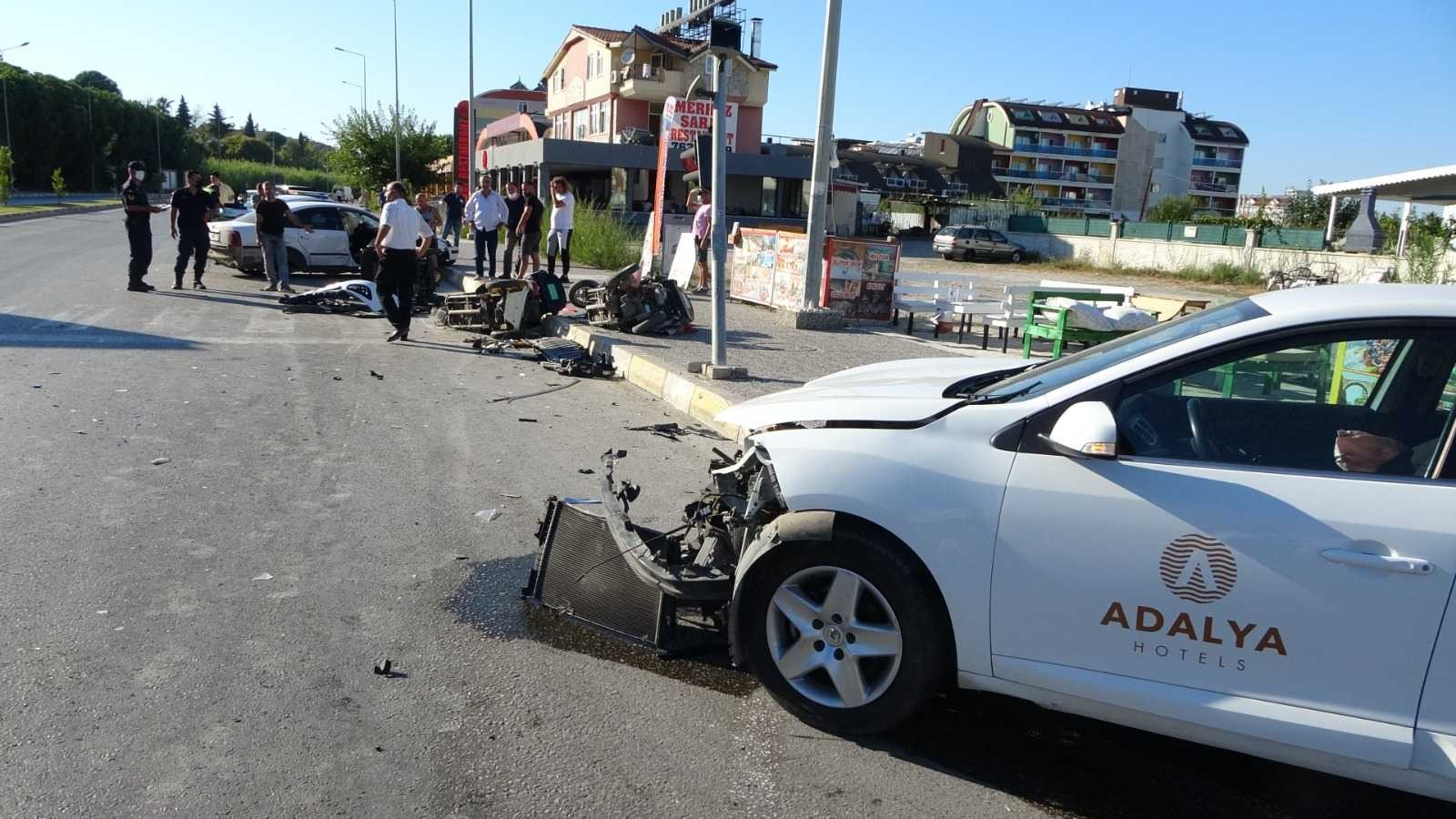 İki otomobilin çarpışması sonucu meydana gelen trafik kazasında 2 kişi yaralandı