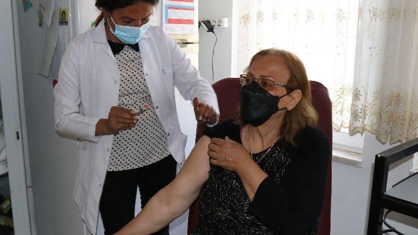 İran'dan geldi, 11 günde ikamet aldı aşı oldu