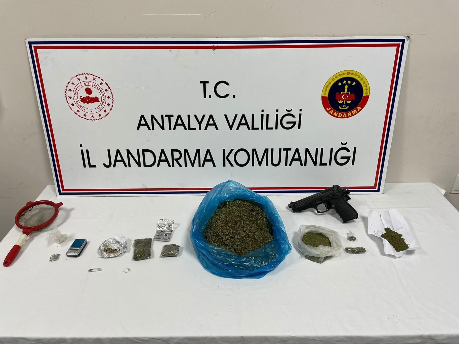 Kemer'de Uyuşturucu Baskını