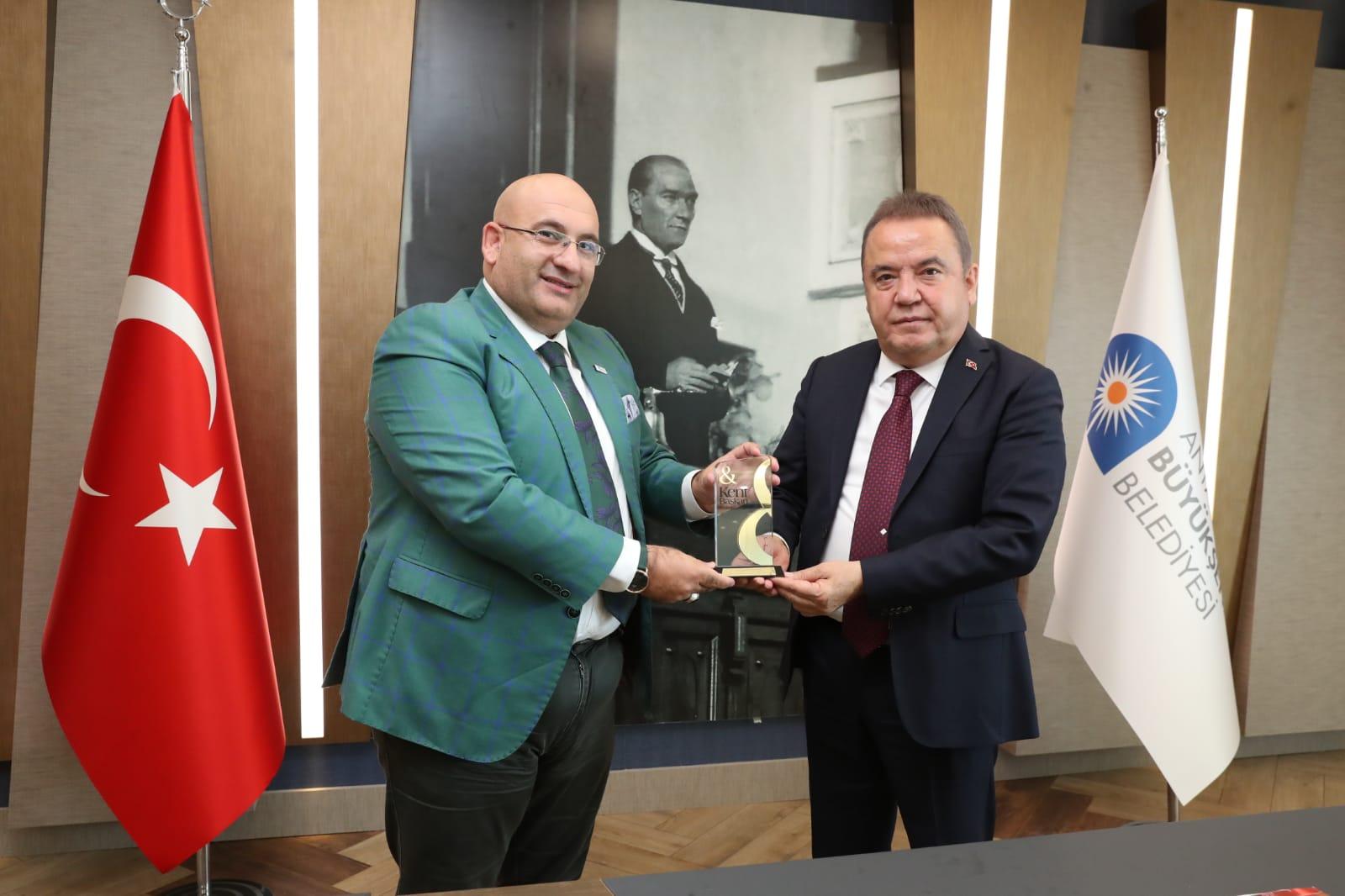 Kent ve Başkan Dergisi'nden Büyükşehir'e ödül