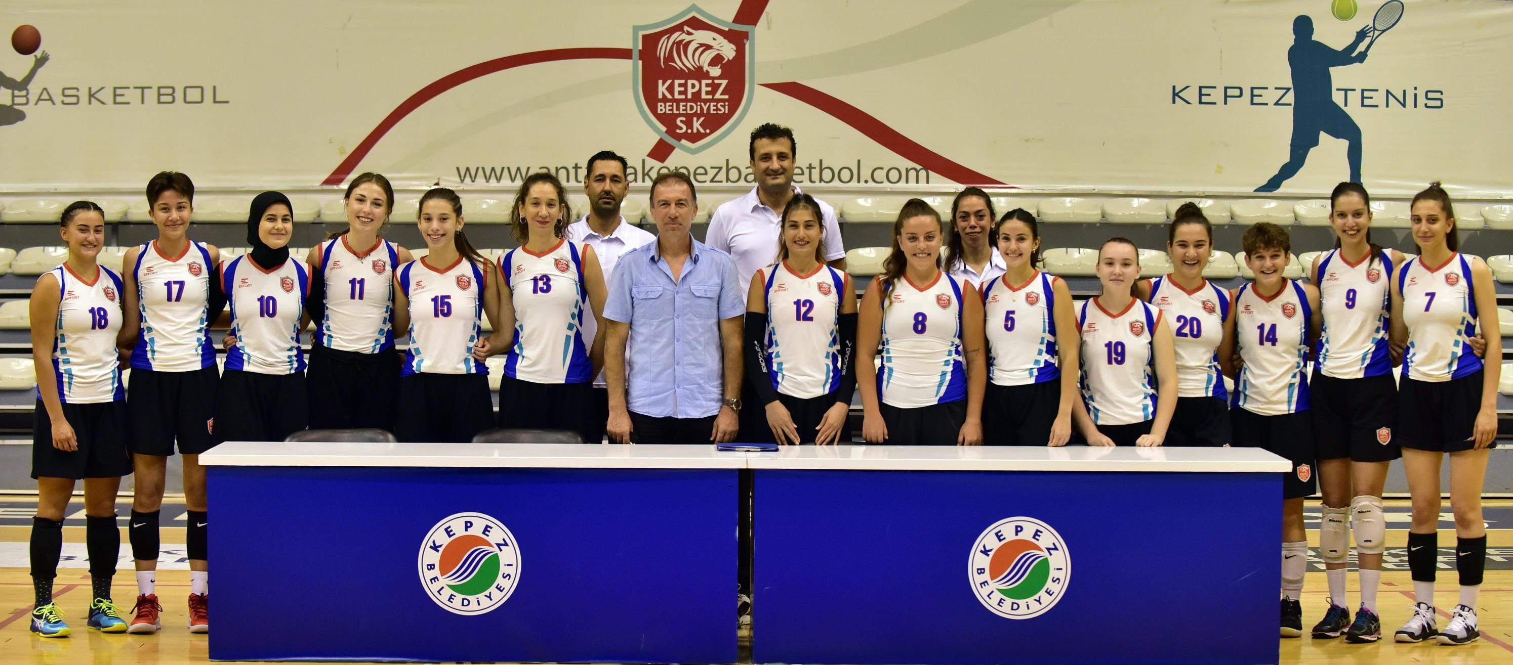 Kepez Belediyesi Spor Kulübü'nün alt yapısından yetişen sultanlar, bu sezon 2'inci ligde verecekleri mücadele öncesi sözleşme imzaladı