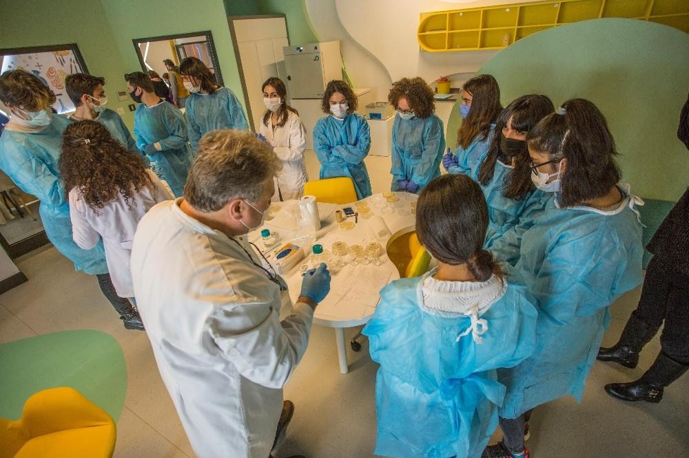 Kepez'de kurulan Antalya Bilim Merkezi'nde deneme eğitimleri başladı