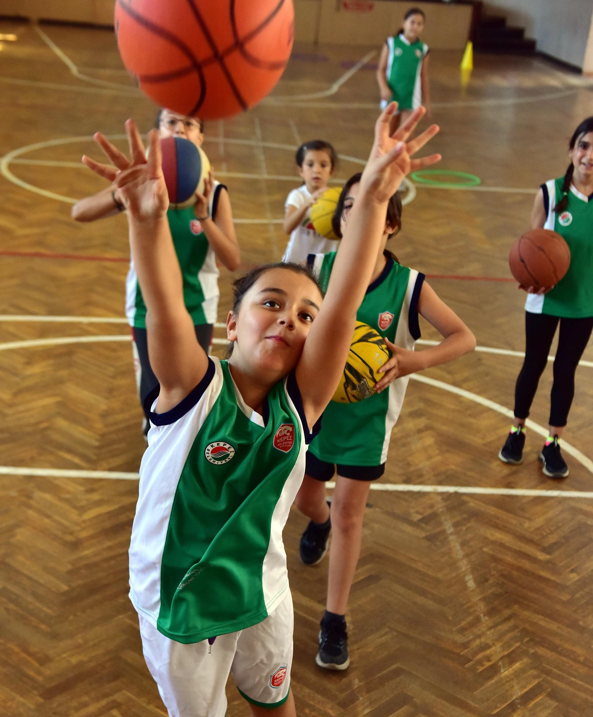 Kepez'in Muratpaşa'ya açılan kapısı spor