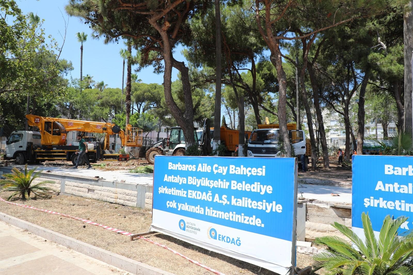 Konyaaltı Caddesi üzerindeki Barbaros Aile Çay Bahçesi Yenilenmeye devam ediliyor