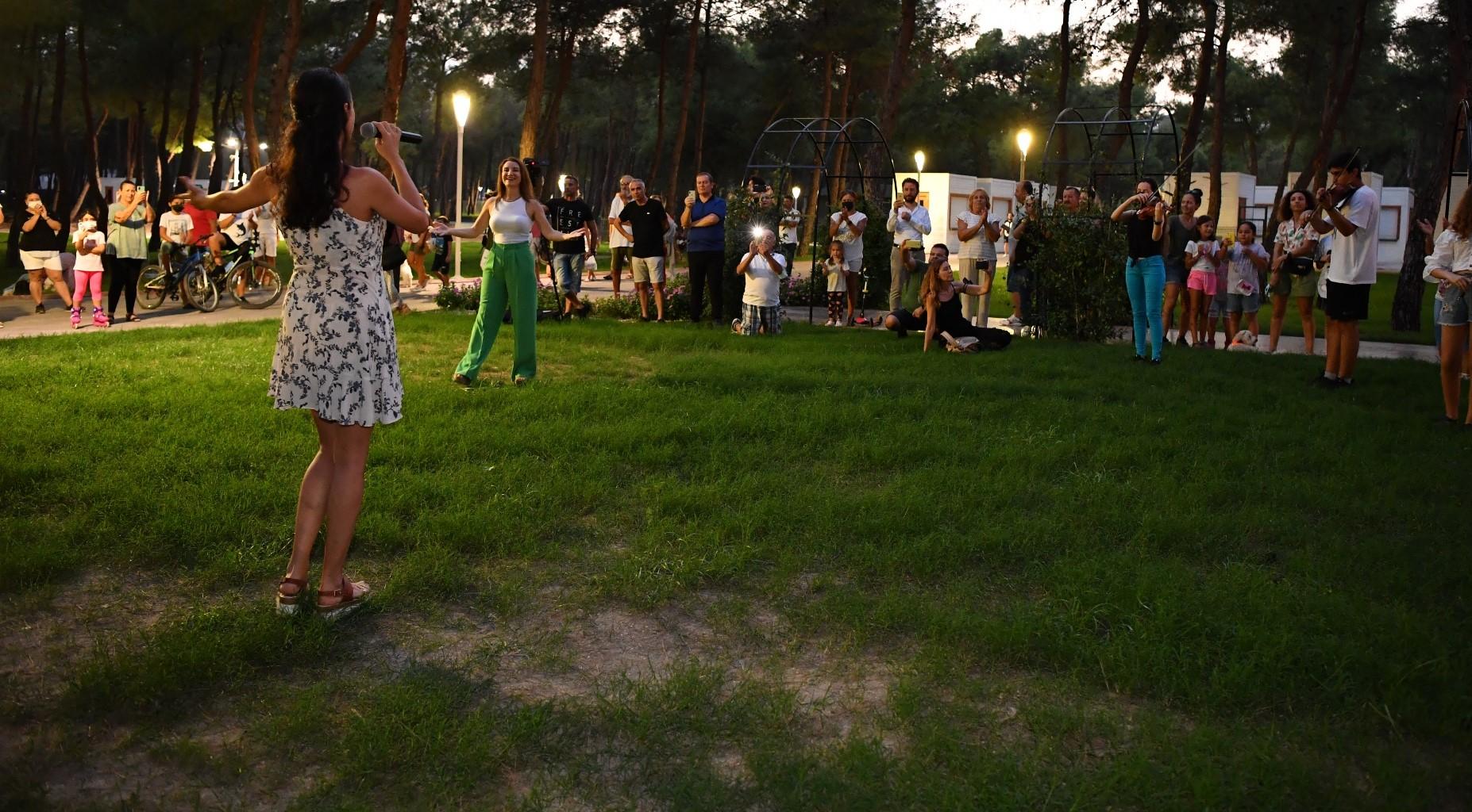 Konyaaltı Oda Orkestrası'ndan 'flash mob' sürprizi