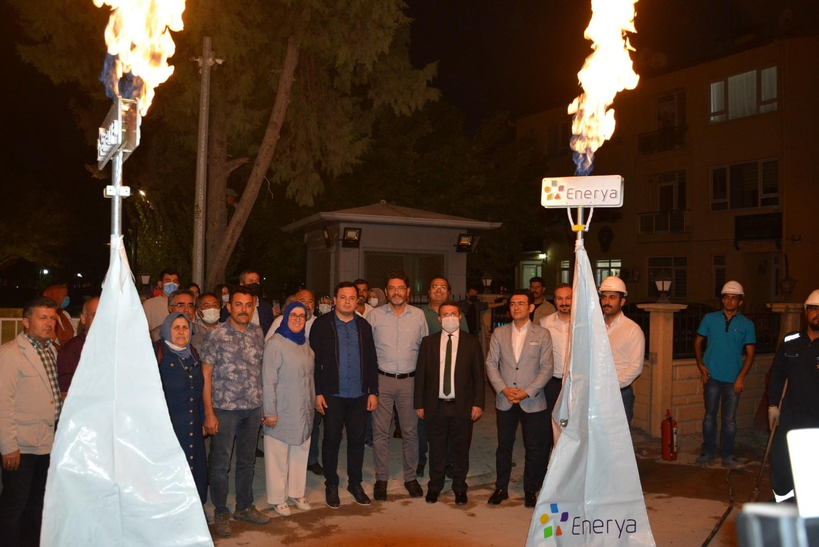 Korkuteli'de Belediye önünde ilk doğalgaz test ateşi yandı