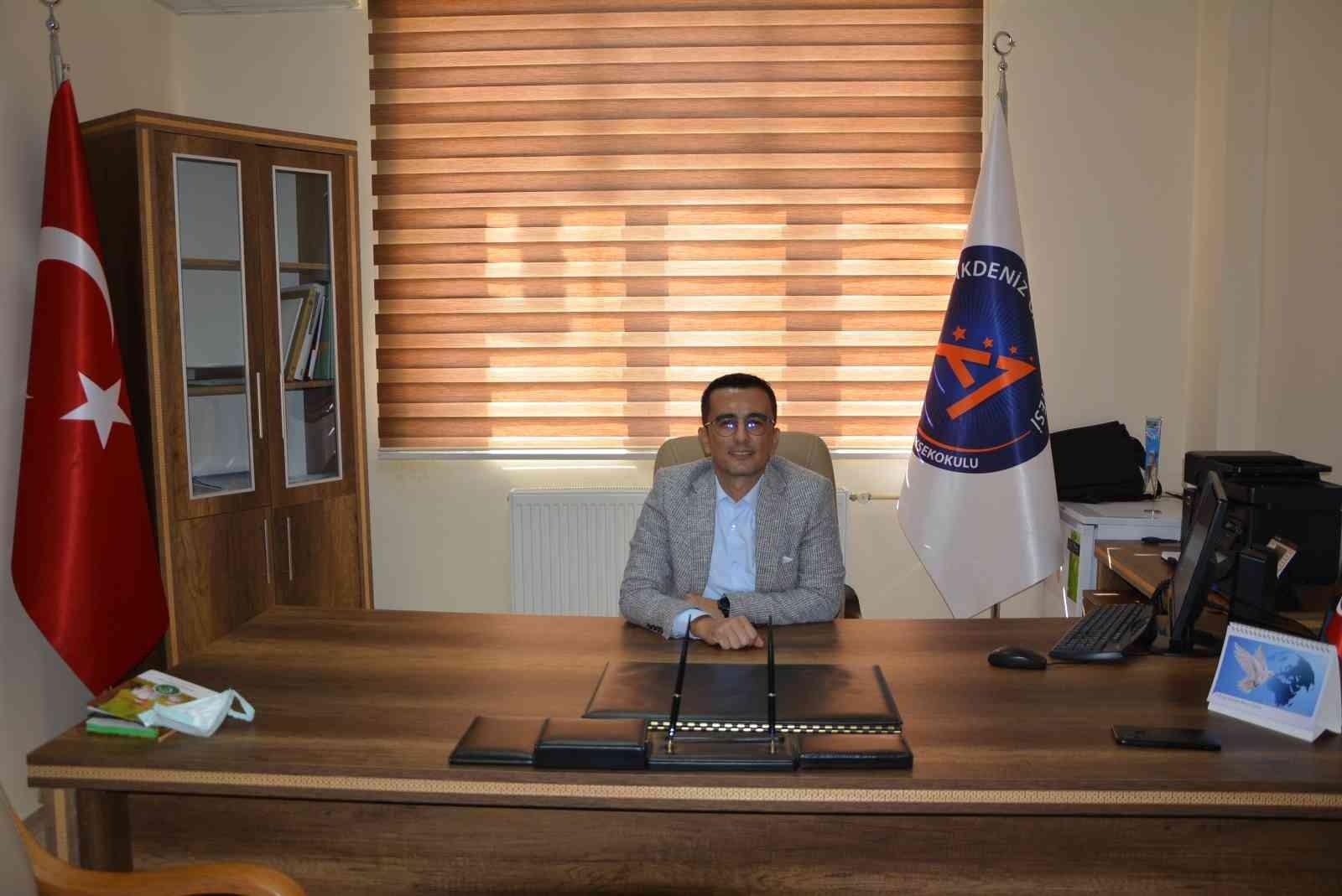 Korkuteli  MYO Müdürlüğüne, öğretim üyesi Doç.Dr. Mehmet Zanbak atandı