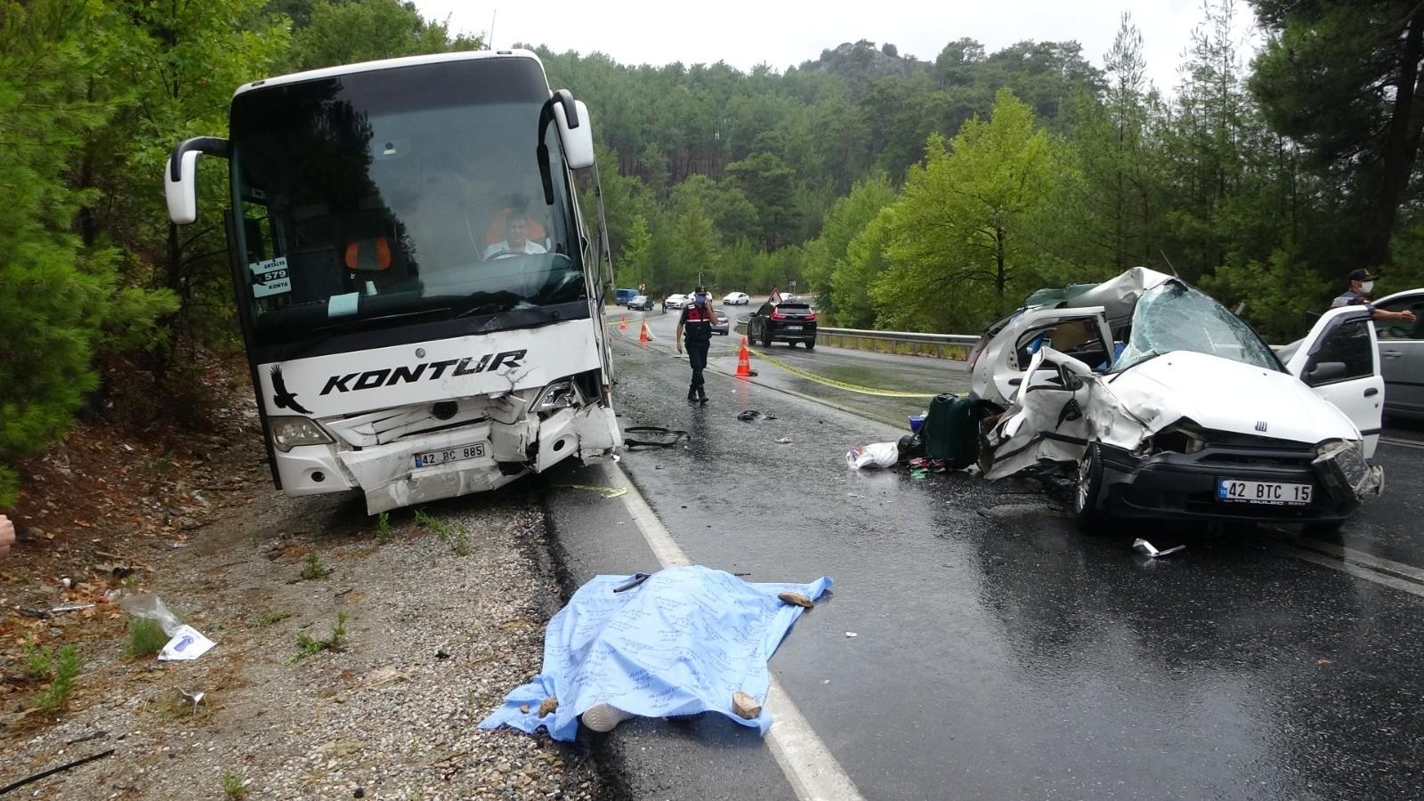Manavgat Akseki yolunda meydana gelen kazada Anne ile Baba hayatını kaybetti iki kızları yaralandı