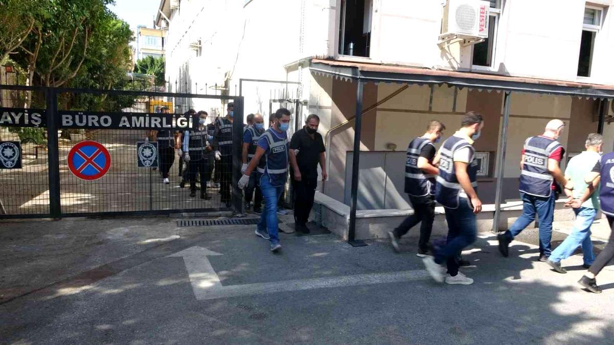 Manavgat ilçesinde polisin aranan şahıslara yönelik gerçekleştirdiği operasyonda 18 kişi yakalandı.
