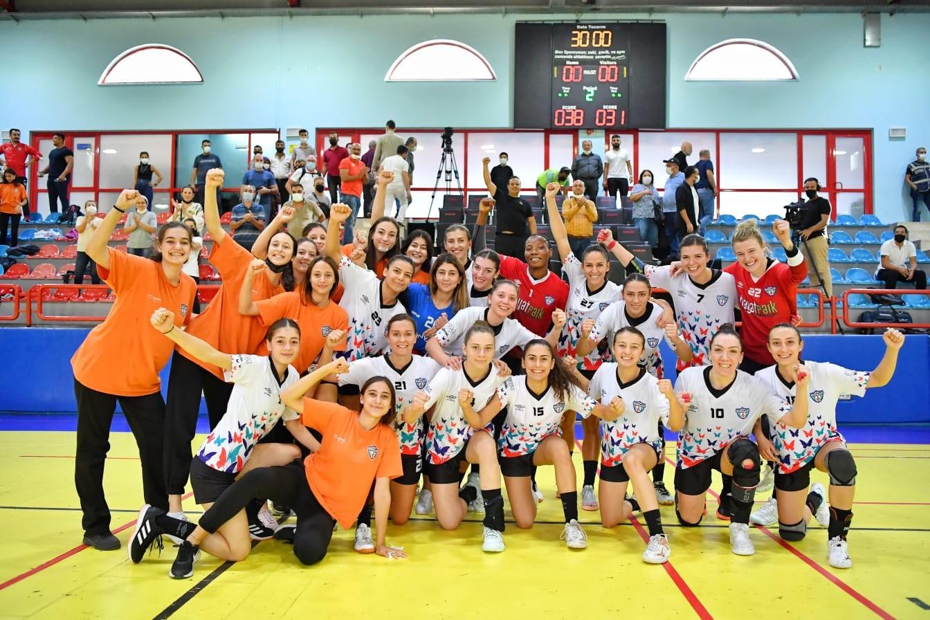 Mavi kelebekler  Hentbol Kadınlar Süper Ligi'nin dördüncü maçını da galibiyetle tamamladı