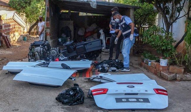 Muğla'da çalınan otomobil, Antalya'da bir evin bahçesinde parçalara ayrılmış halde bulundu