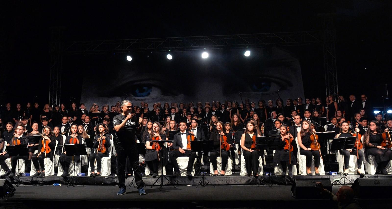 """Muratpaşa Belediyesi Gençlik Orkestrası """"Atatürk - Son Balo"""" konseriyle müzikseverle buluşacak."""