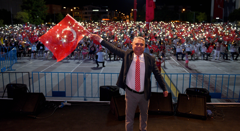 Muratpaşa Belediyesi'nin düzenlediği etkinlikte 30 Ağustos Coşkuyla Kutlandı