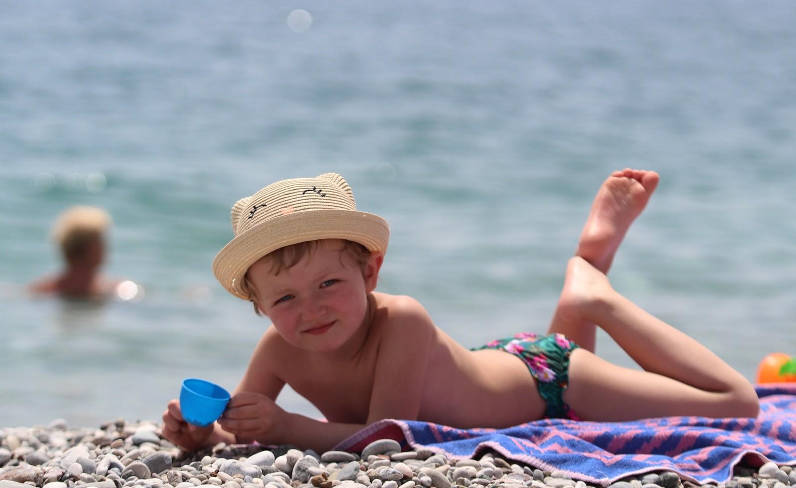 Turizm kenti Antalya'daki bazı termometreler 35 dereceyi gösterdi
