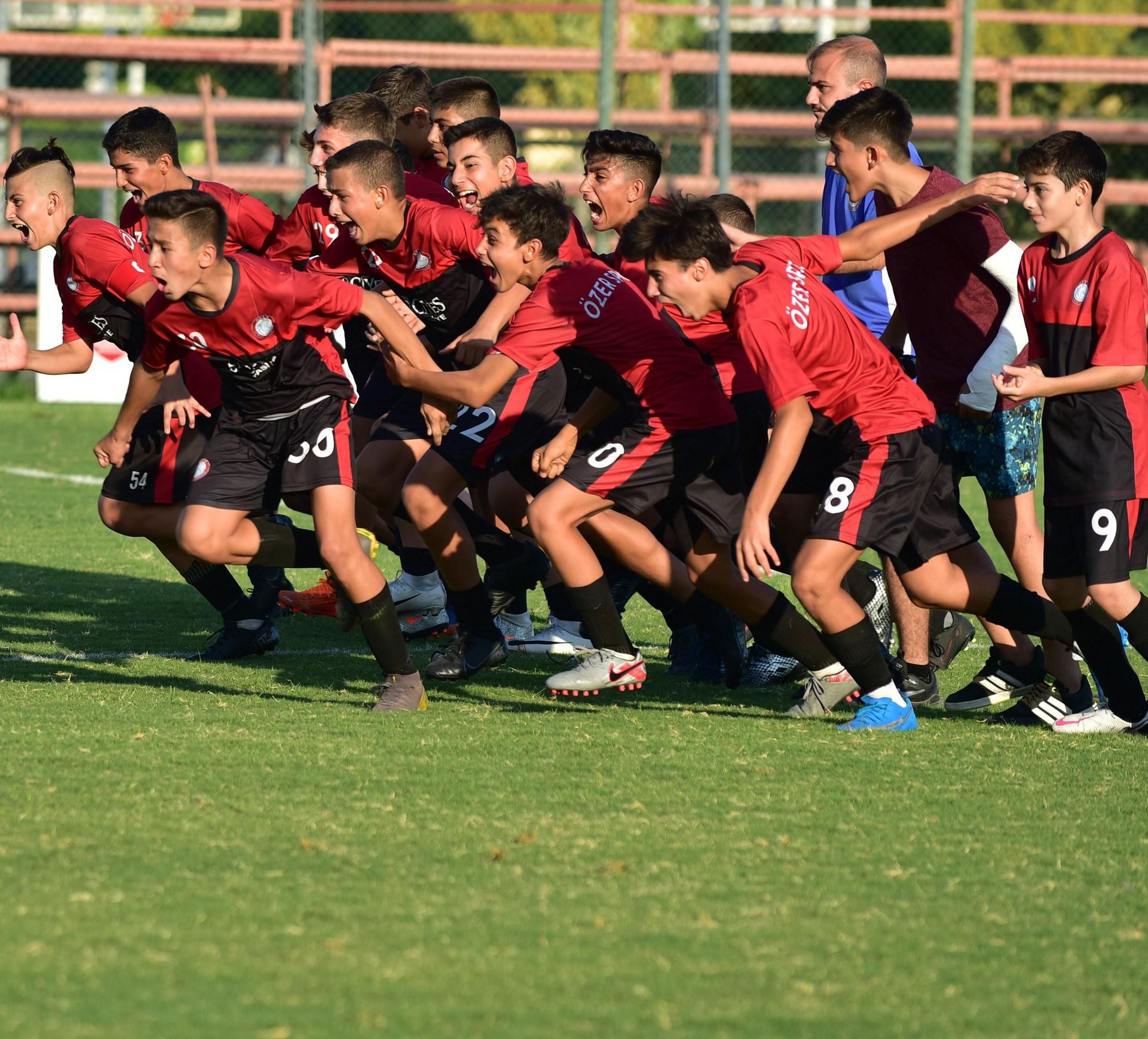 Zafer kupası Özer Spor'un